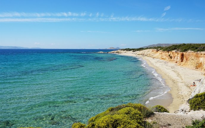 5 Reasons Why You Need To Visit Naxos | Wayward Daze