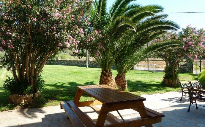 Family beach villas in greek islands, luxury beach villas with