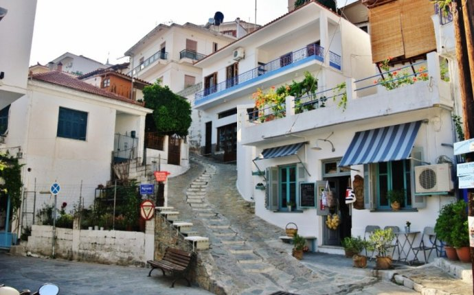 Greece | Glossa, Skopelos - The Village on A Hill. - pinay flying