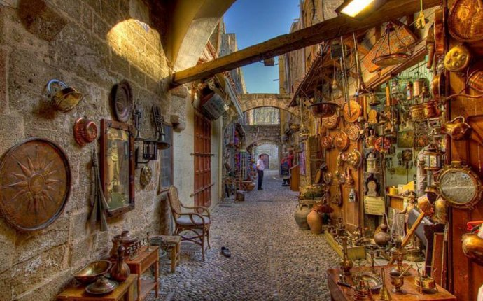 Narrow streets of #Rhodes #Greece is only in 90 minutes from