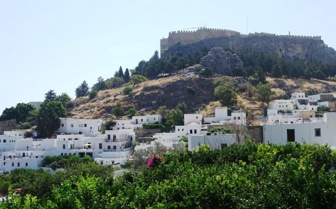 Top things to do in Lindos, Rhodes - Greece | travelpassionate.com