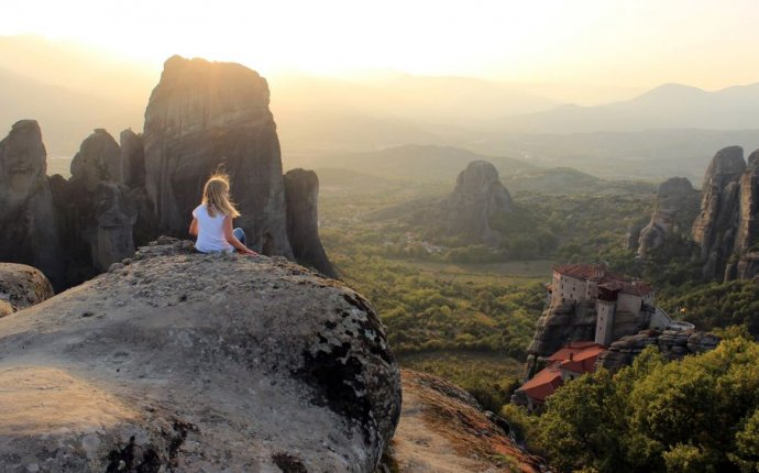 Visit Meteora to Give Travel Bloggers Grand Tour of Three Major
