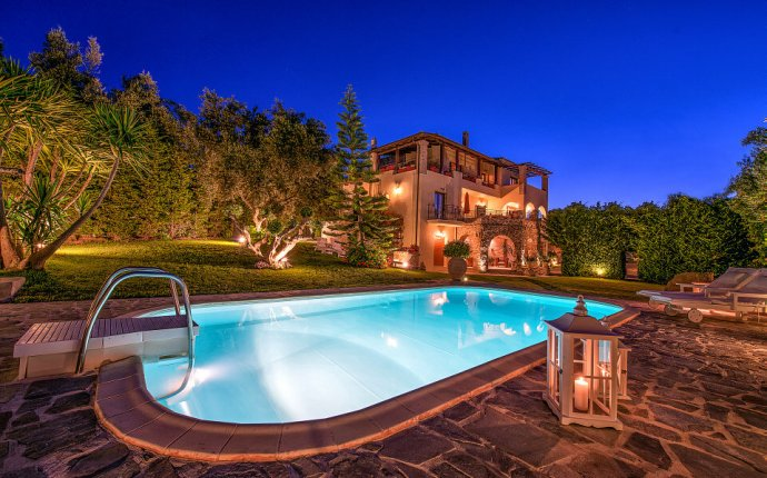 Luxury villas Holiday in Greece