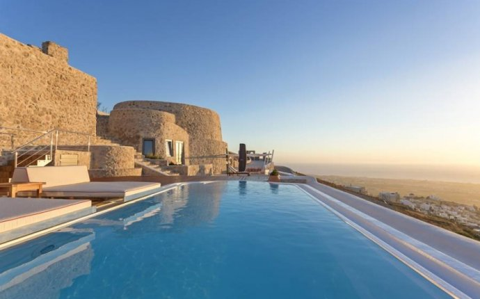 Holiday villas in Santorini Greece