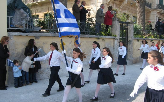 What is Name day in Greece?